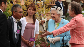 The Queen at Chelsea Flower Show 2011