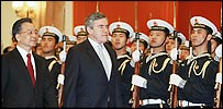 Gordon Brown escorted by Chinese Premier Wen Jiabao