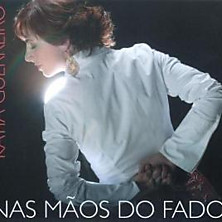 Review of Nas Maos do Fado