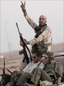 Opponent of Colonel Gaddafi claim to have made gains around Brega