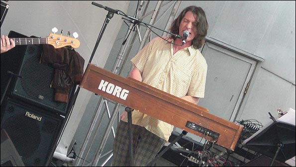 James May lookalike on the keyboard
