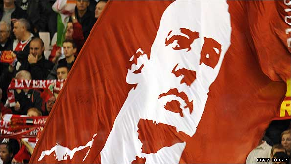 Liverpool fans hold up a giant Rafa Benitez banner
