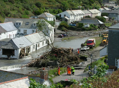 boscastle flood 2004 Boscastle flooding-16th august 2004 location and background boscastle is located on the northern coast of cornwall, in the far south west of england it is a rural village hidden in a steep sided valley and is popular with tourists.