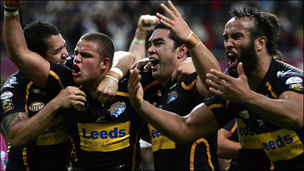 Leeds celebrate a last-gasp win over Bradford in 2007
