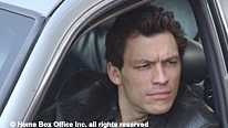 McNulty (Dominic West) takes an interest in a homeless man