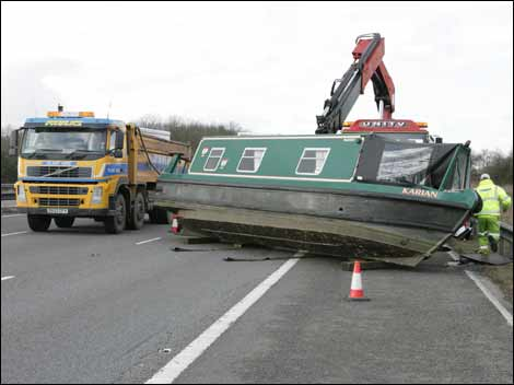 BBC - Leicester - In Pictures - Narrowboat on M1