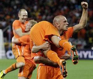 John Heitinga gives Wesley Sneijder a lift home from Cape Town - AP Photo/Schalk van Zuydam