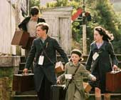 The children (Skandar Keynes, William Moseley, Georgie Henley, Anna Popplewell) arriving at the station in the film.