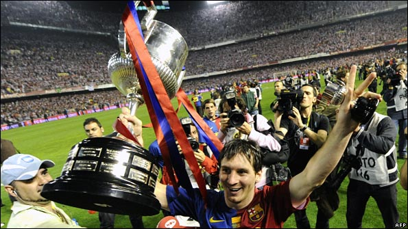 Lionel Messi holds aloft the Spanish Cup
