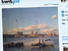 Twitter picture of plance crash landing on the Hudson river