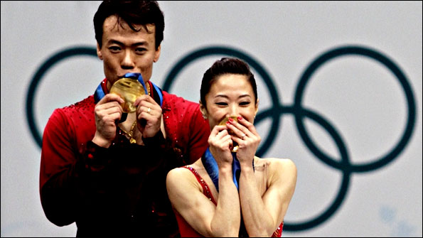 Shen Xue and Zhao Hongbo with their gold medals