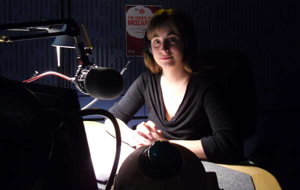 Picture of Sara Mohr-Pietsch with the lights down low in Studio 80A