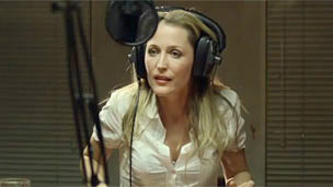 Gillian Anderson in video