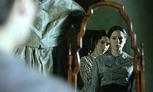 Fingersmith - Sally Hawkins as Sue (left) and Elaine Cassidy as Maud (right)