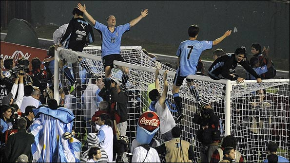 Uruguay celebrate qualification for South Africa