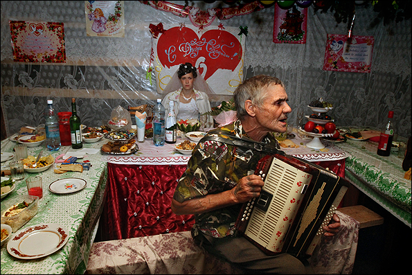 Русские бабы опустили мужика
