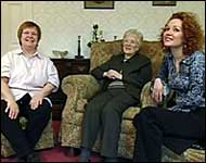 Maureen (centre) with her daughter (right) and Chef Beryl Tate