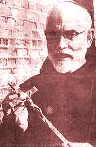 Image of Fr Leonard Coughlan with a crucifix