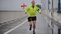 Eddie Izzard ran 43 marathons in 51 days
