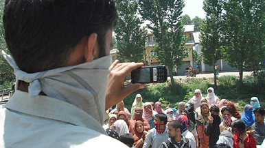 Kashmir mobile phone filming