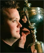 Shaun Murphy with the World Snooker trophy