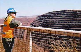 Gabrielle Walker visits the world's largest iron mine in Australia