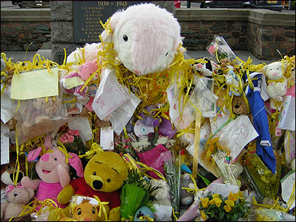 Toys on the war memorial