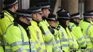 Police line up (Getty Images)