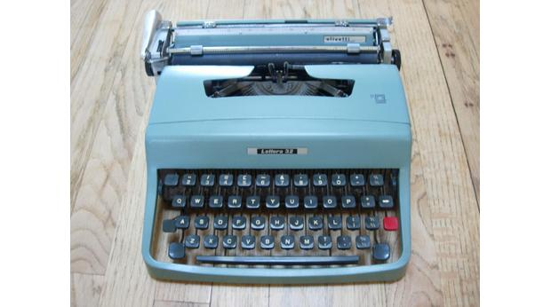 Portable typewritter - Olivetti Lettera