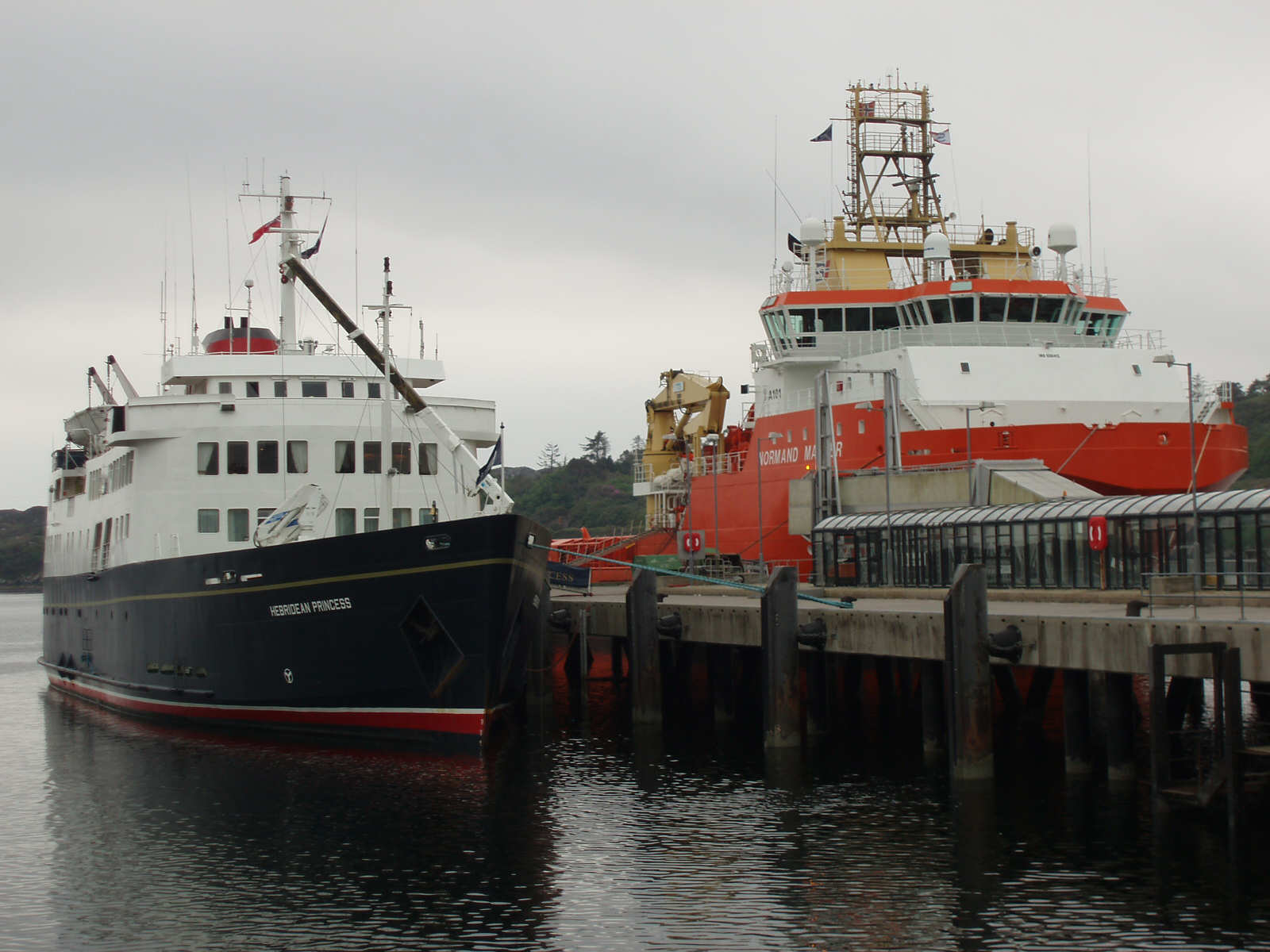 MV Hebridean Princess (left) and MV Normand Master (right) at no 3 pier at 4pm on Tuesday