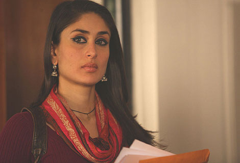 Avantika (Kareena Kapoor) is a Psychology professor living in New York. She decides to visit her ailing father back home