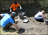 Archaeologists at Sheffield Manor Lodge