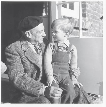 Picasso and Antony Penrose, Farley Farm House, England, 1950, © Lee Miller Archives, England 2007. All rights reserved.