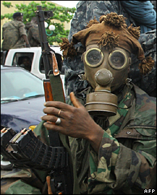 A rebel fighter wearing a gas mask on the outskirts of Abidjan (5 April 2011)