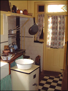 Bbc London Features 1940s House