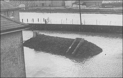 BBC - Suffolk - In Pictures - Felixstowe floods 1953