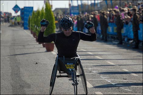 Wheelchair athlete finishes the Great North Run 2008