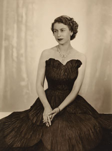 Queen Elizabeth II by Dorothy Wilding, 1952 Chlorobromide print, 290 x 215 mm National Portrait Gallery, London (P870(5)) © William Hustler and Georgina Hustler/ National Portrait Gallery, London