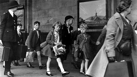 London children evacuees preparing to leave the capital