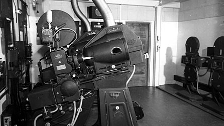 Photograph of a camera from the 1940s
