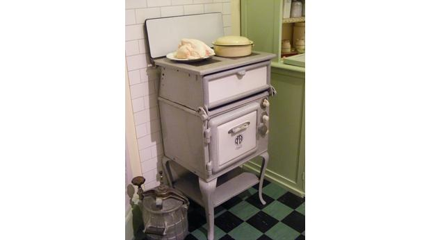 Electric cooker, made in the 1930s