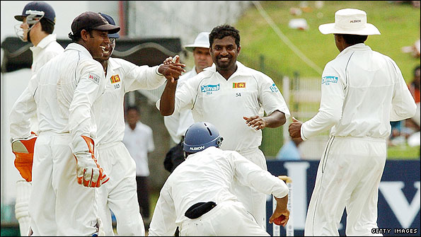 Muralitharan in action, December 2007