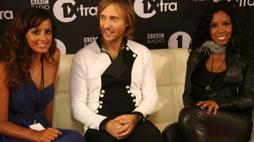 MOBOs - David Guetta and Kelly Rowland stare off!