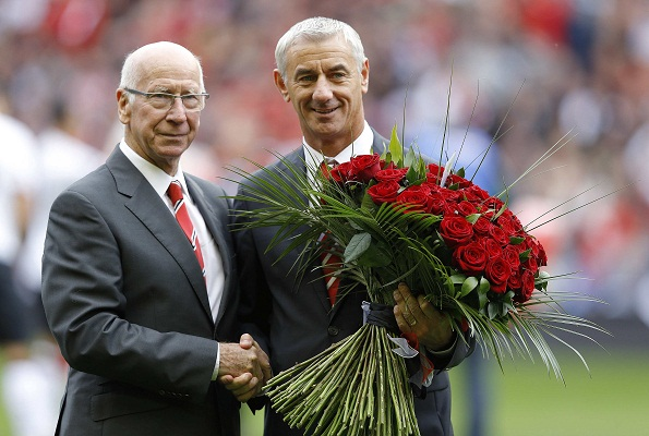 Manchester United legend Sir Bobby Charlton presented flowers to Liverpool's record goalscorer Ian Rush as a tribute. Photo: Reuters