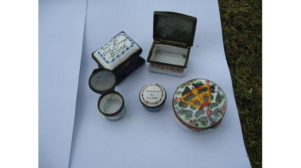 Trinket, snuff and pill boxes