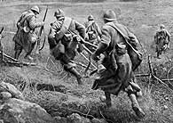 Image of soldiers running across the battlefields of the Somme
