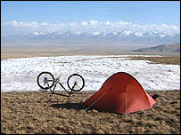 Pete Jones's camp and bike in the Tienshan mountains, China (image: www.bikemagic.com)