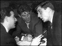 Duncan Edwards and Yugoslav journalists (04/02/58)