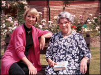TV presenter Pam Rhodes with Edith Pargeter (1992)