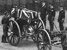George V places a wreath on the coffin of the Unknown Warrior, 11November 1920